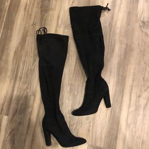 Units knee high black suede boots